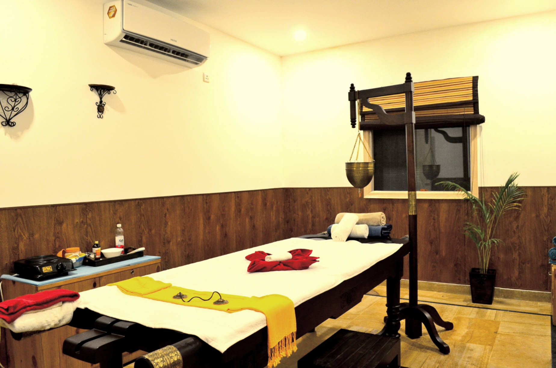 Veda5 Ayurveda and Yoga Luxury World-Class Retreat with Organic Farm Swimming Pool in the Himalayas in Rishikesh India
