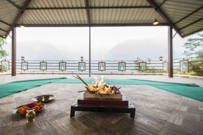 Rishikesh: Spiritual Meditation Prayer Havan Area with Beautiful Views of Himalayas at Veda5 Luxury Ayurveda Yoga Retreat