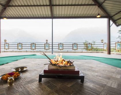 Rishikesh: Spiritual Meditation Prayer Havan Area with Beautiful Views of Himalayas at Veda5 Luxury Ayurveda Yoga Retreat