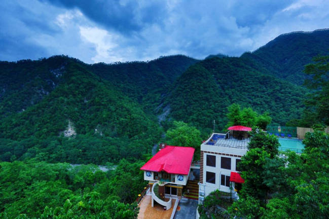 Best Ayurveda & Yoga with Beautiful Views of Rishikesh Himalayas India at Veda5 Luxury Retreat