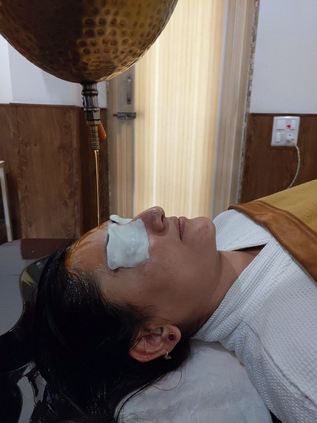 Shirodhara Ayurvedic Treatment at Best Retreat in Rishikesh India - Veda5