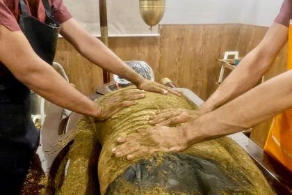 Udhvarthana Treatment at Veda5 Welness The Best Ayurveda Panchakarma Yoga Retreat in Rishikesh India